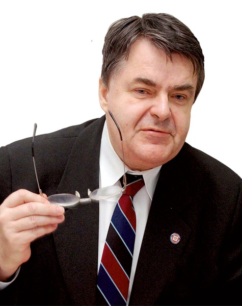 Józef Knap jest lekarzem chorób zakaźnych i doradcą Głównego Inspektora Sanitarnego - 446240_nauka_Knap_34