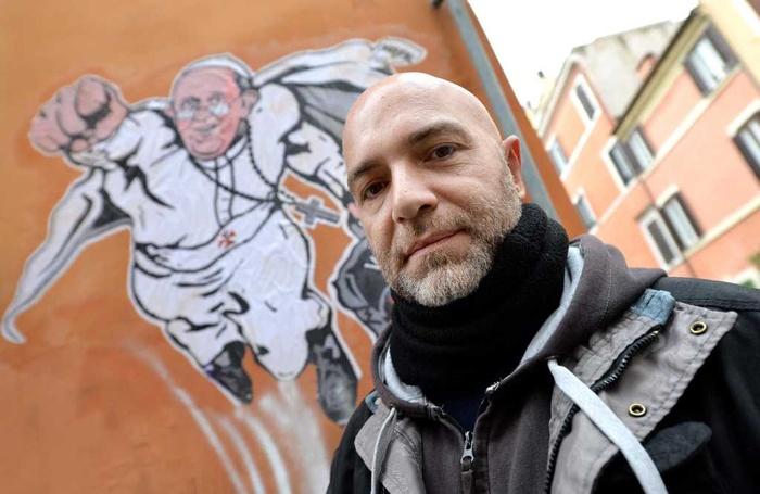 Usuni to mural z franciszkiem supermanem for Mural z franciszkiem