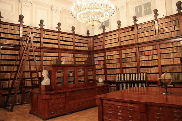 Zbiory Biblioteki Narodowej liczą prawie 10 milionów woluminów.
