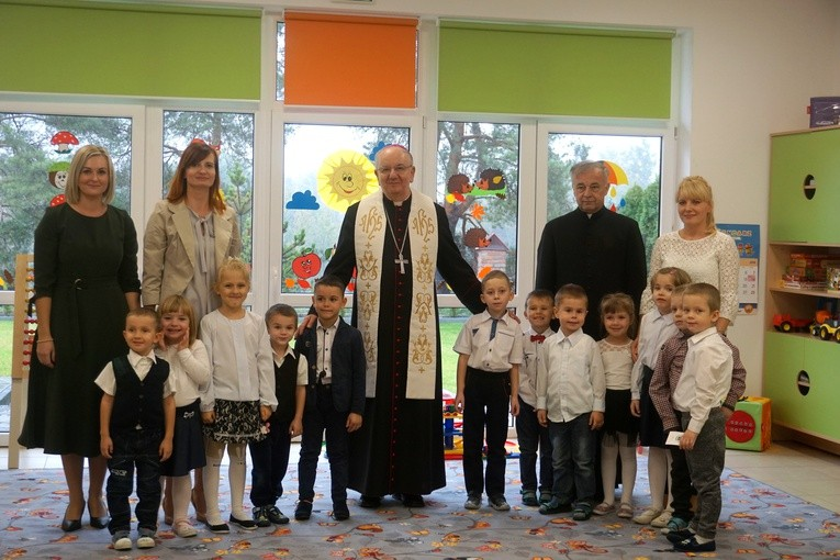 Arcybiskup odwiedził każdą z przedszkolnych sal